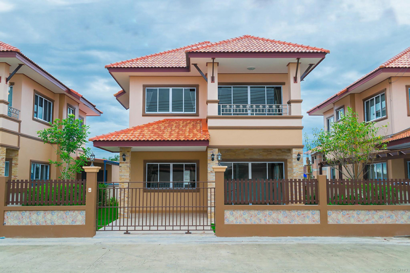 Colorful 2 story thai house with interior images pinoy for Home designs thailand