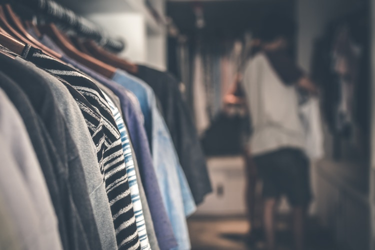 how to downsize your closet